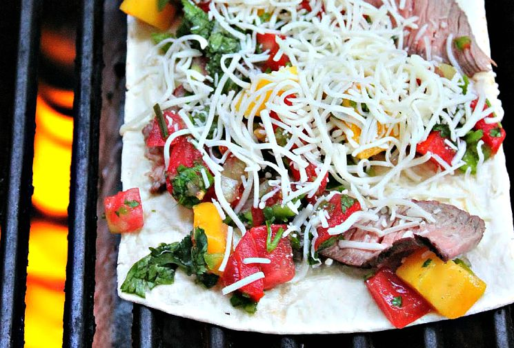 Steak Mango Flatbread Pizza